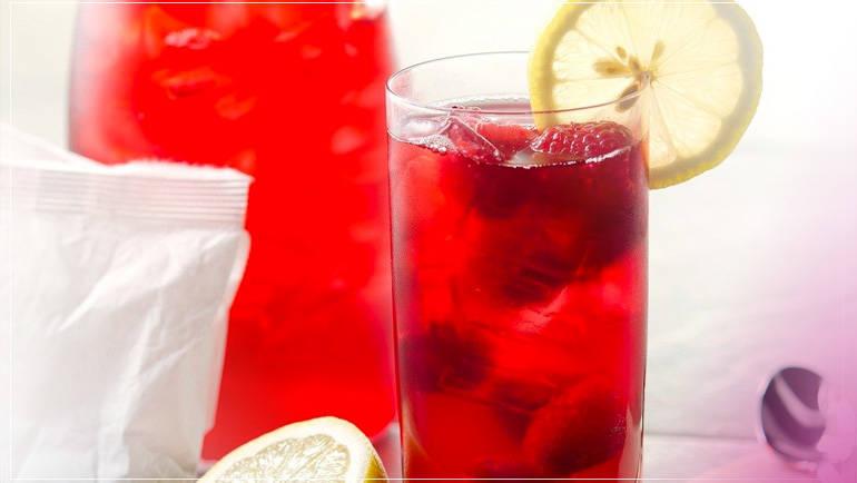 Agua de frutos rojos con limonaria